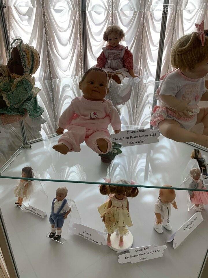 Как будто живые: в Черноморске проходит выставка фарфоровых кукол (видео), фото-3