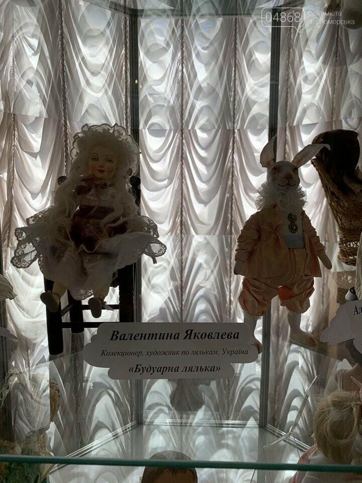 Как будто живые: в Черноморске проходит выставка фарфоровых кукол (видео), фото-5