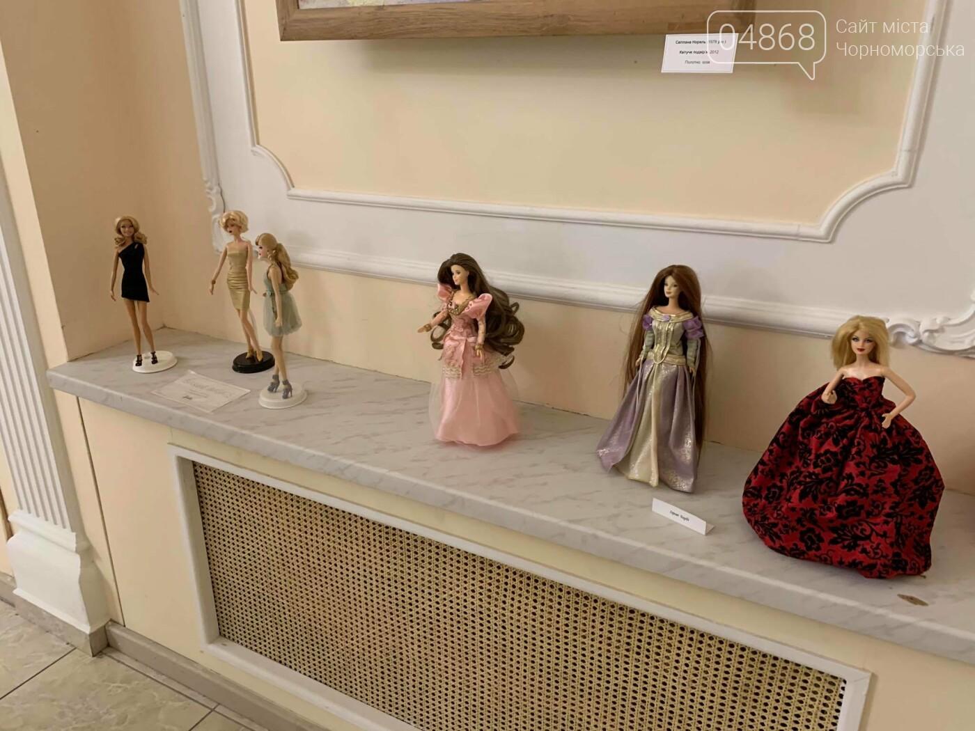 Как будто живые: в Черноморске проходит выставка фарфоровых кукол (видео), фото-31