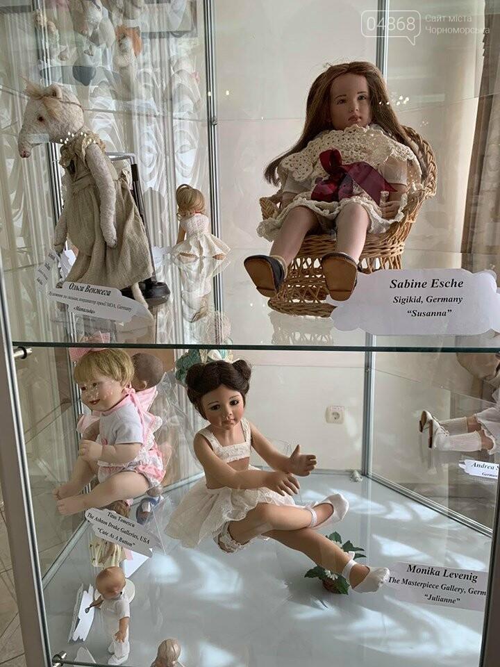 Как будто живые: в Черноморске проходит выставка фарфоровых кукол (видео), фото-10