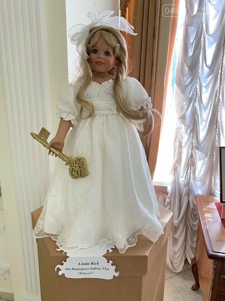 Как будто живые: в Черноморске проходит выставка фарфоровых кукол (видео), фото-11