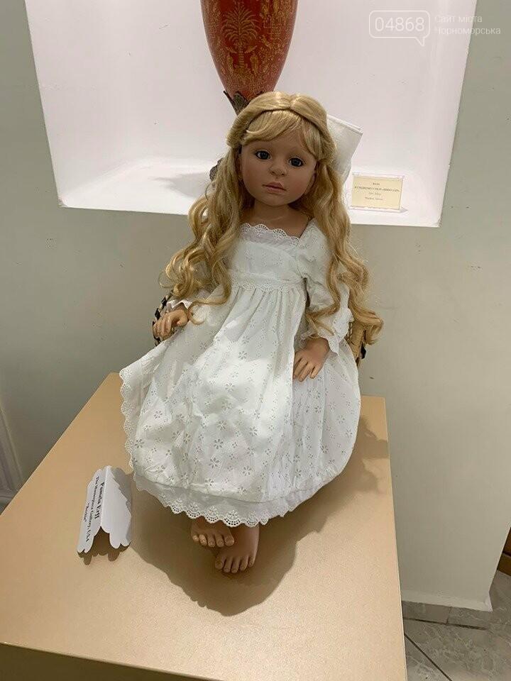 Как будто живые: в Черноморске проходит выставка фарфоровых кукол (видео), фото-12