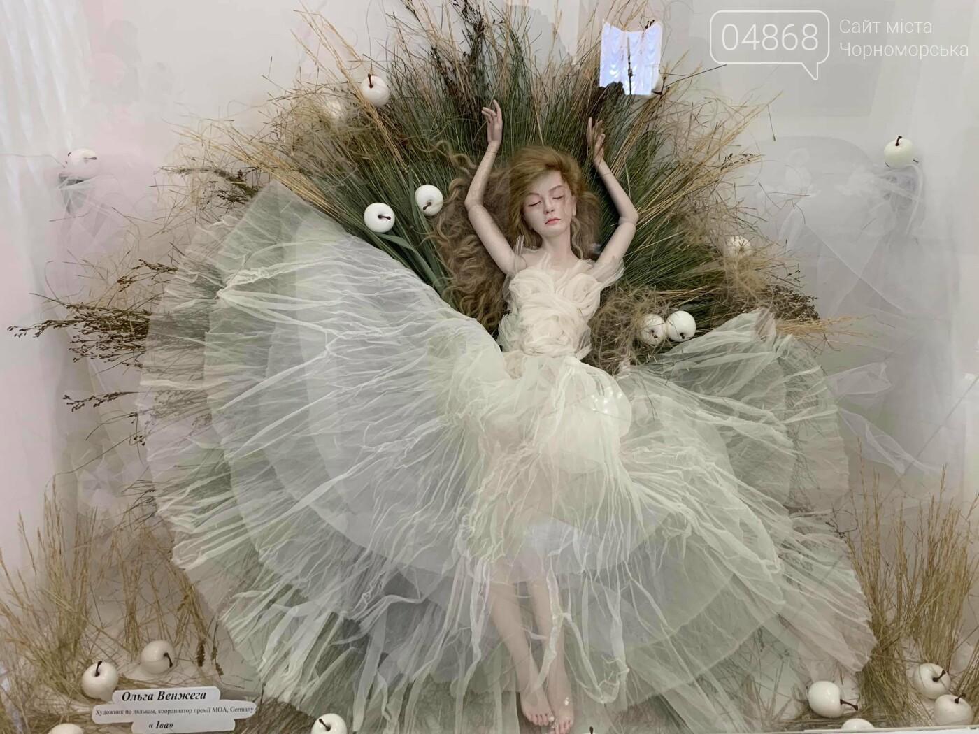 Как будто живые: в Черноморске проходит выставка фарфоровых кукол (видео), фото-13