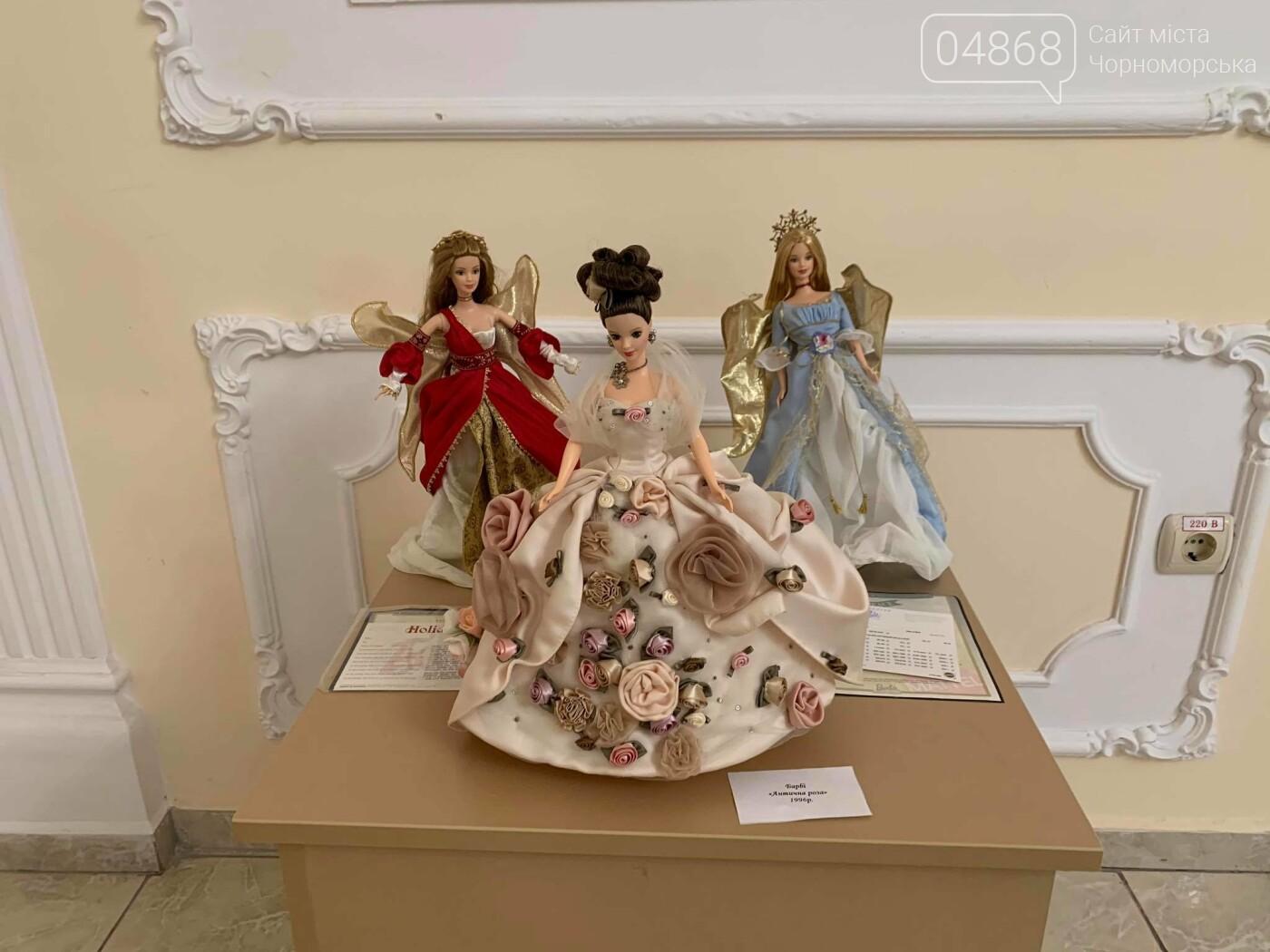 Как будто живые: в Черноморске проходит выставка фарфоровых кукол (видео), фото-36