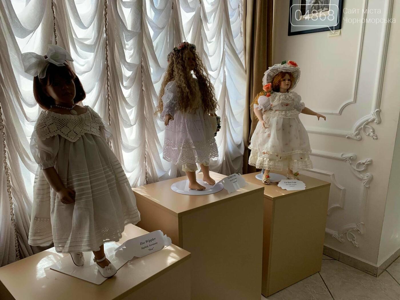Как будто живые: в Черноморске проходит выставка фарфоровых кукол (видео), фото-15