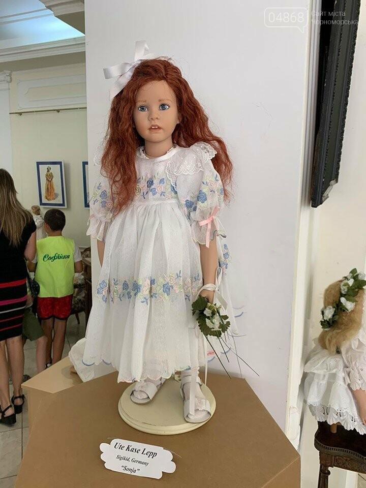 Как будто живые: в Черноморске проходит выставка фарфоровых кукол (видео), фото-14