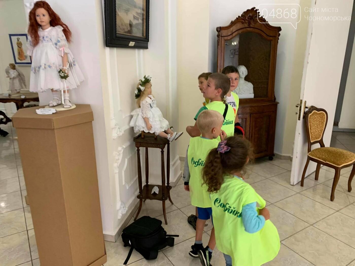 Как будто живые: в Черноморске проходит выставка фарфоровых кукол (видео), фото-21