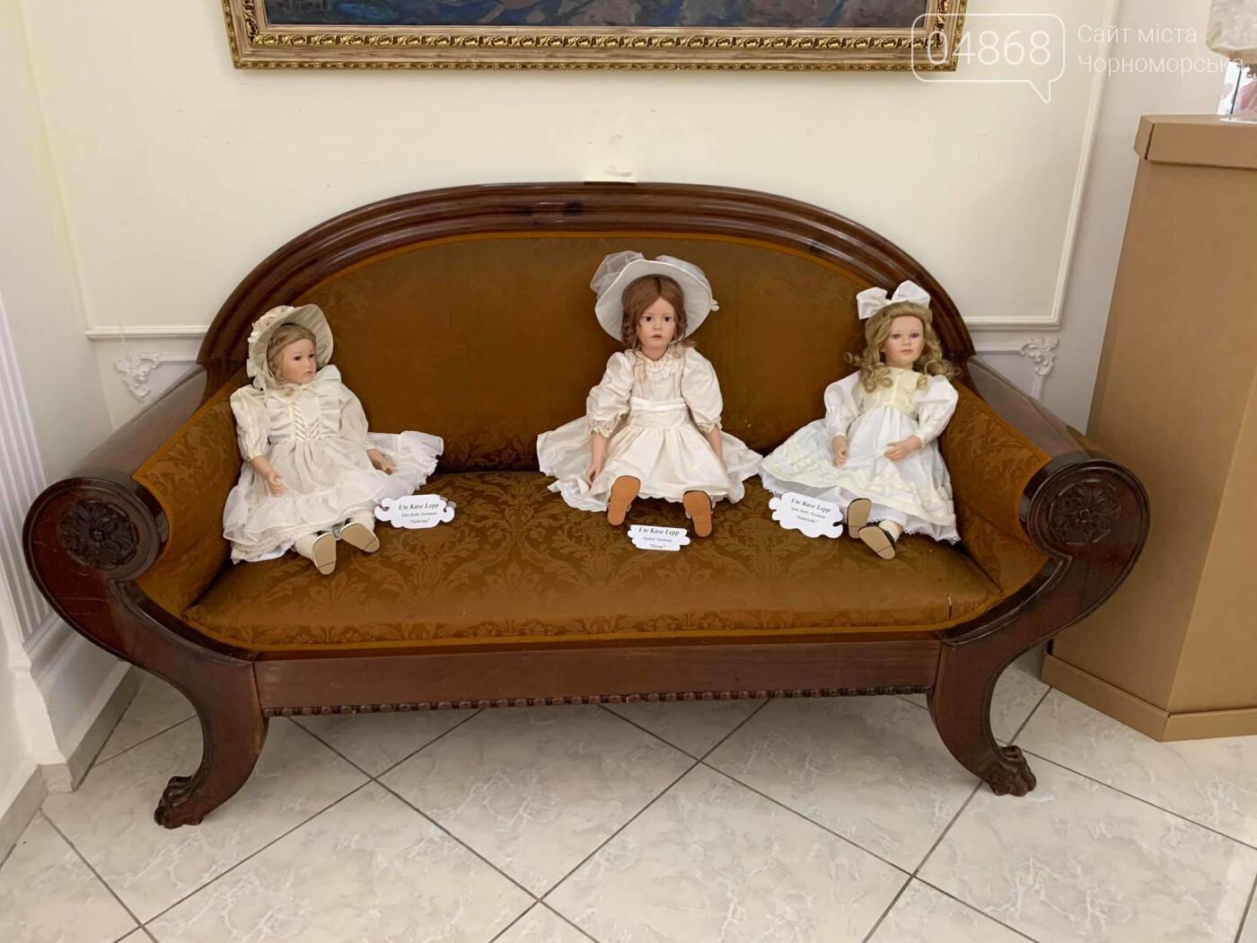 Как будто живые: в Черноморске проходит выставка фарфоровых кукол (видео), фото-18