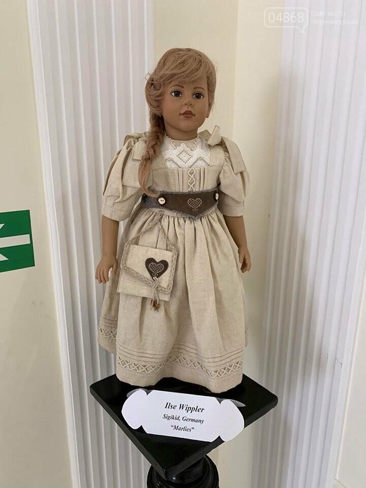 Как будто живые: в Черноморске проходит выставка фарфоровых кукол (видео), фото-19