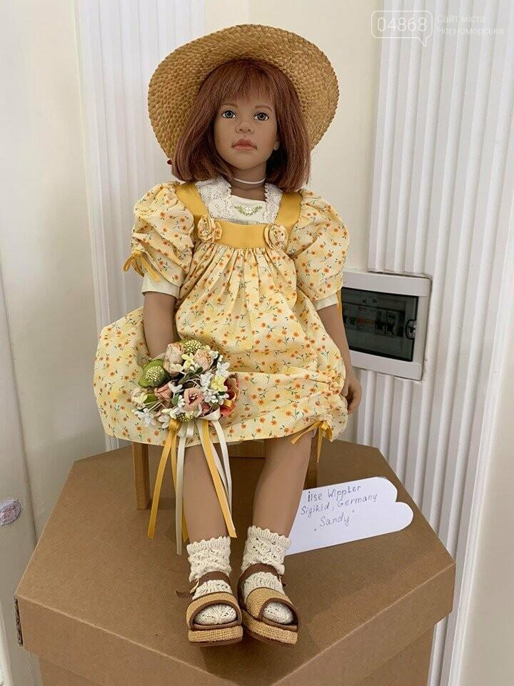 Как будто живые: в Черноморске проходит выставка фарфоровых кукол (видео), фото-20