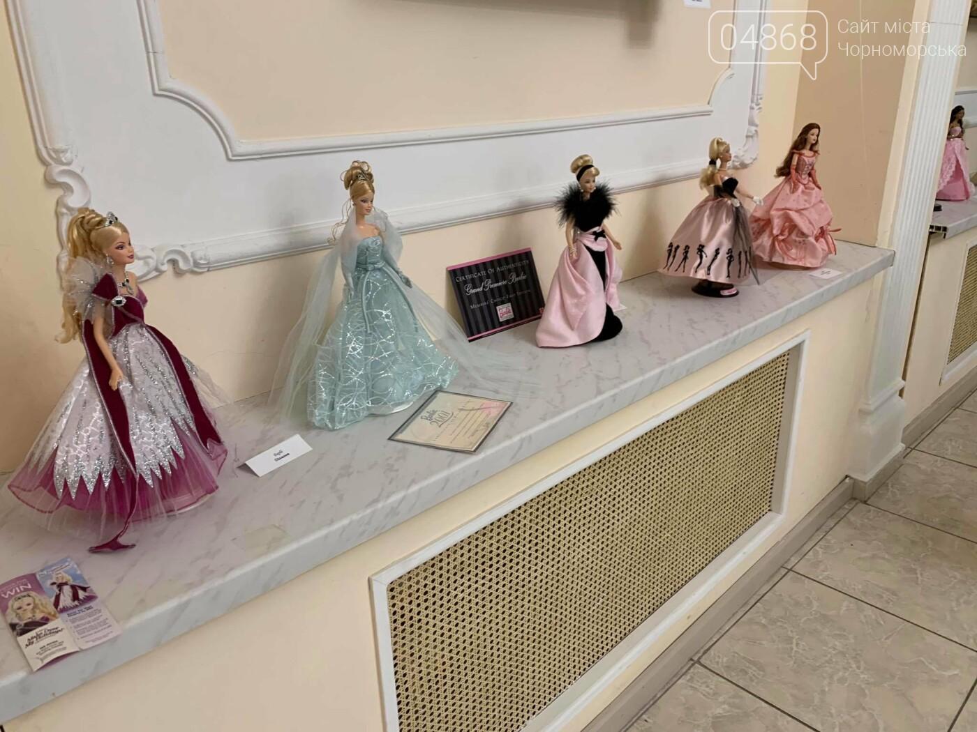 Как будто живые: в Черноморске проходит выставка фарфоровых кукол (видео), фото-38