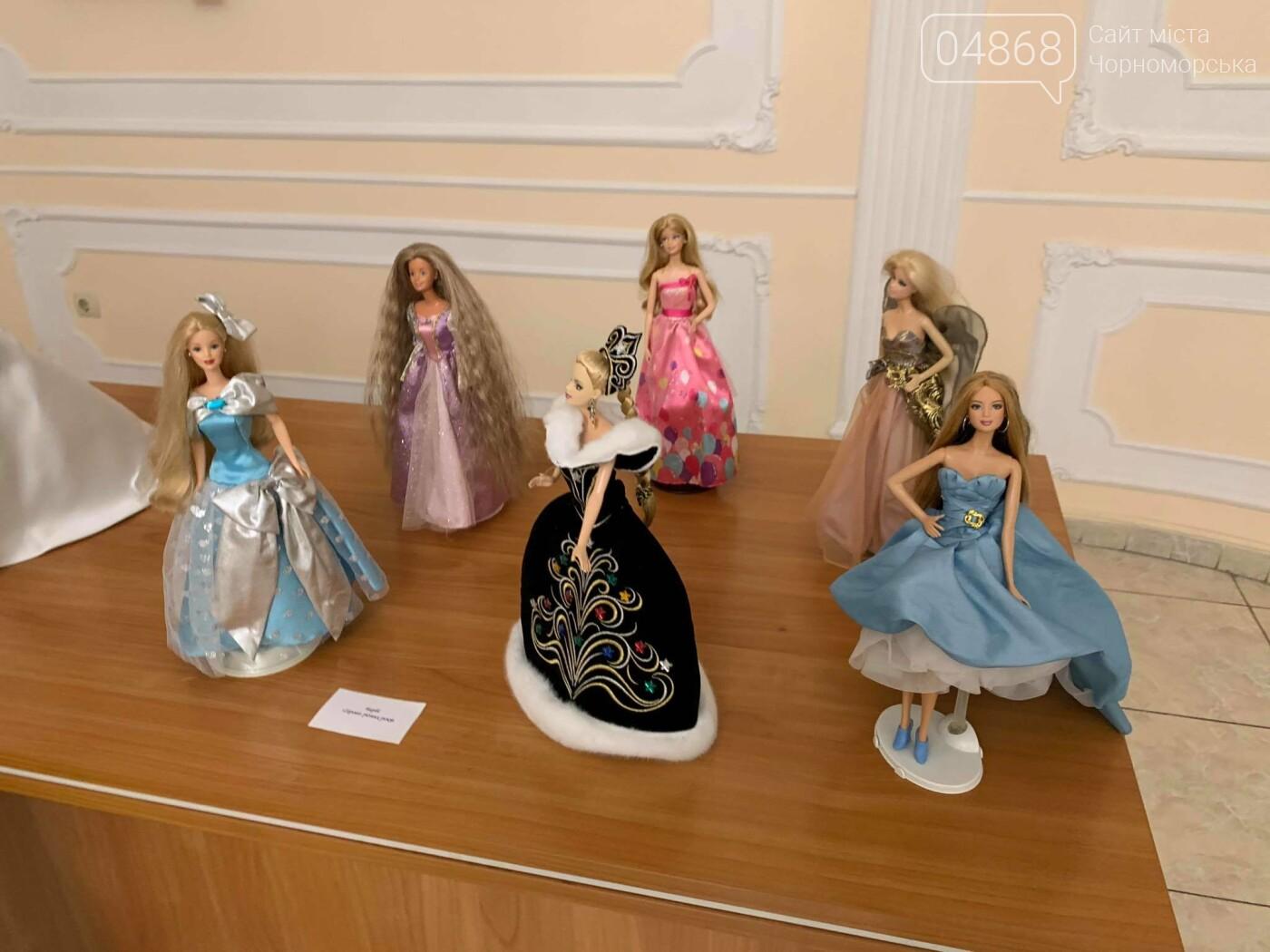 Как будто живые: в Черноморске проходит выставка фарфоровых кукол (видео), фото-39