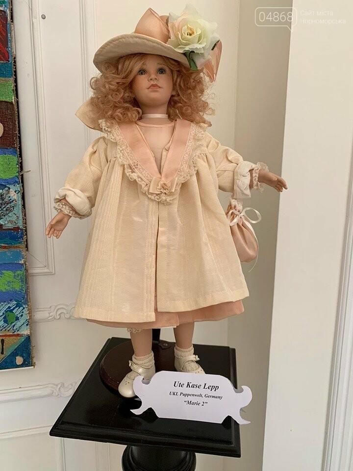 Как будто живые: в Черноморске проходит выставка фарфоровых кукол (видео), фото-25