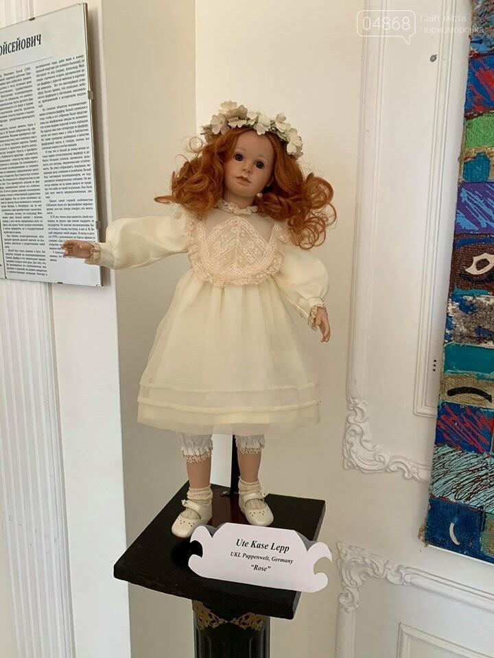 Как будто живые: в Черноморске проходит выставка фарфоровых кукол (видео), фото-24