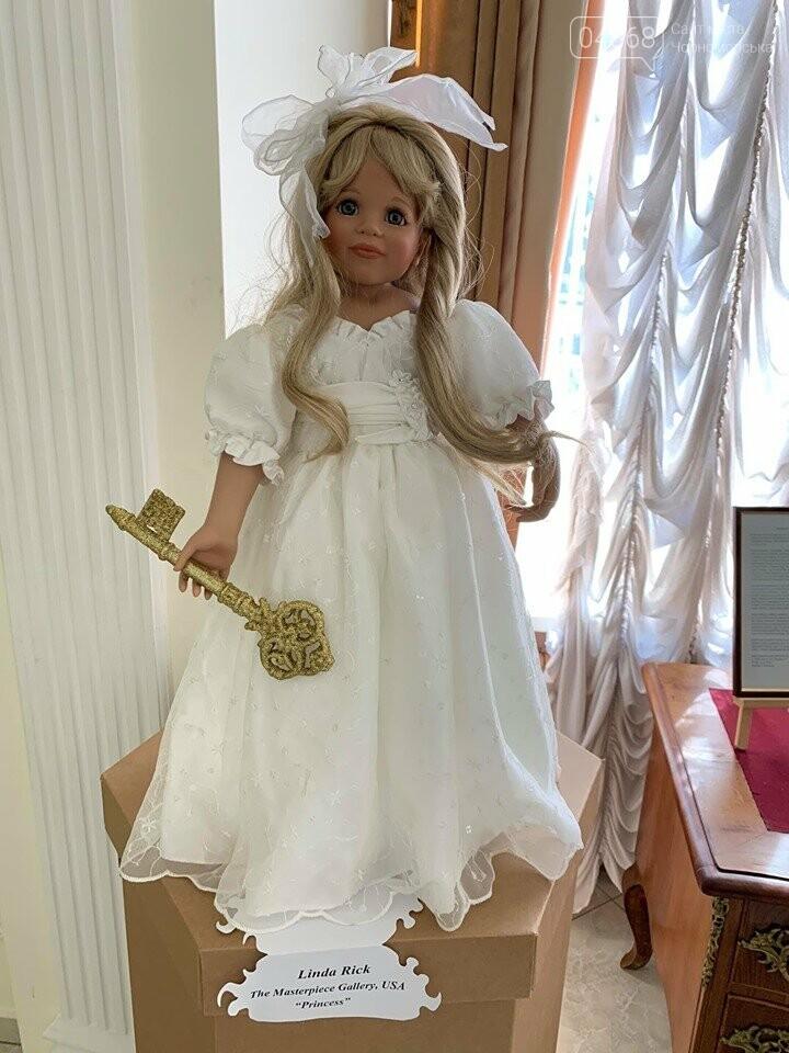 Как будто живые: в Черноморске проходит выставка фарфоровых кукол (видео), фото-23