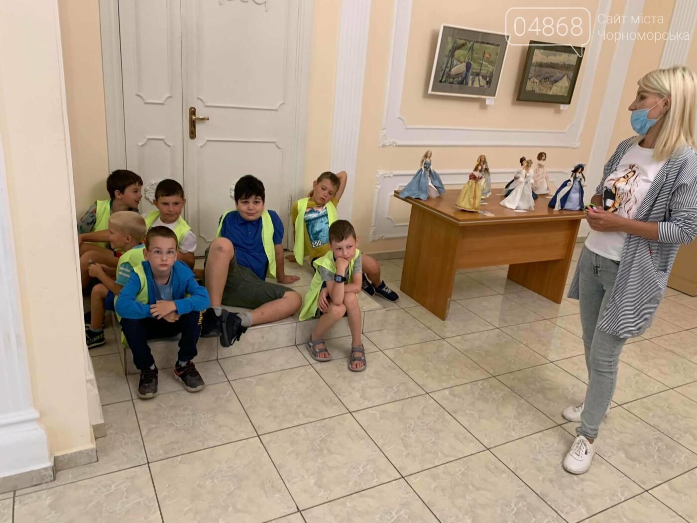Как будто живые: в Черноморске проходит выставка фарфоровых кукол (видео), фото-40