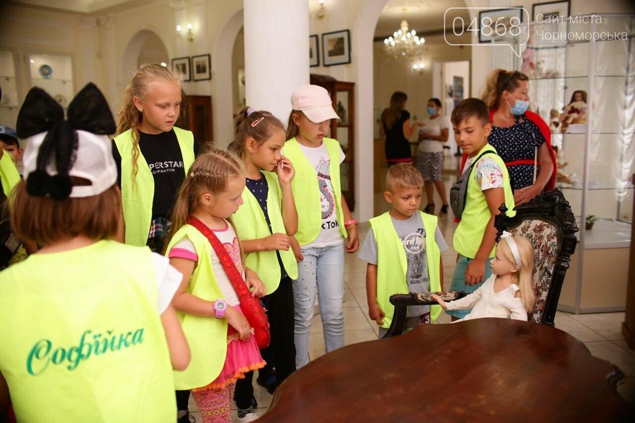 Как будто живые: в Черноморске проходит выставка фарфоровых кукол (видео), фото-43