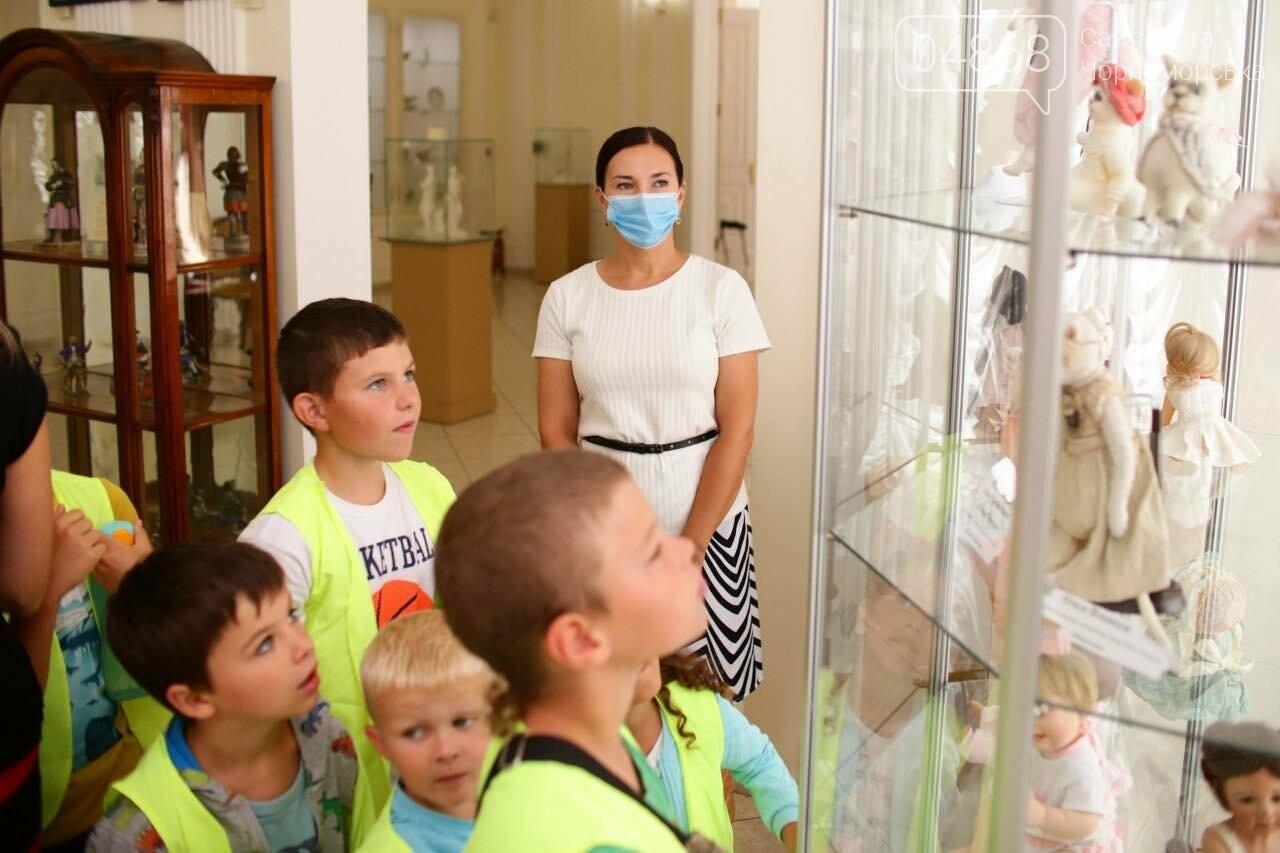 Как будто живые: в Черноморске проходит выставка фарфоровых кукол (видео), фото-42