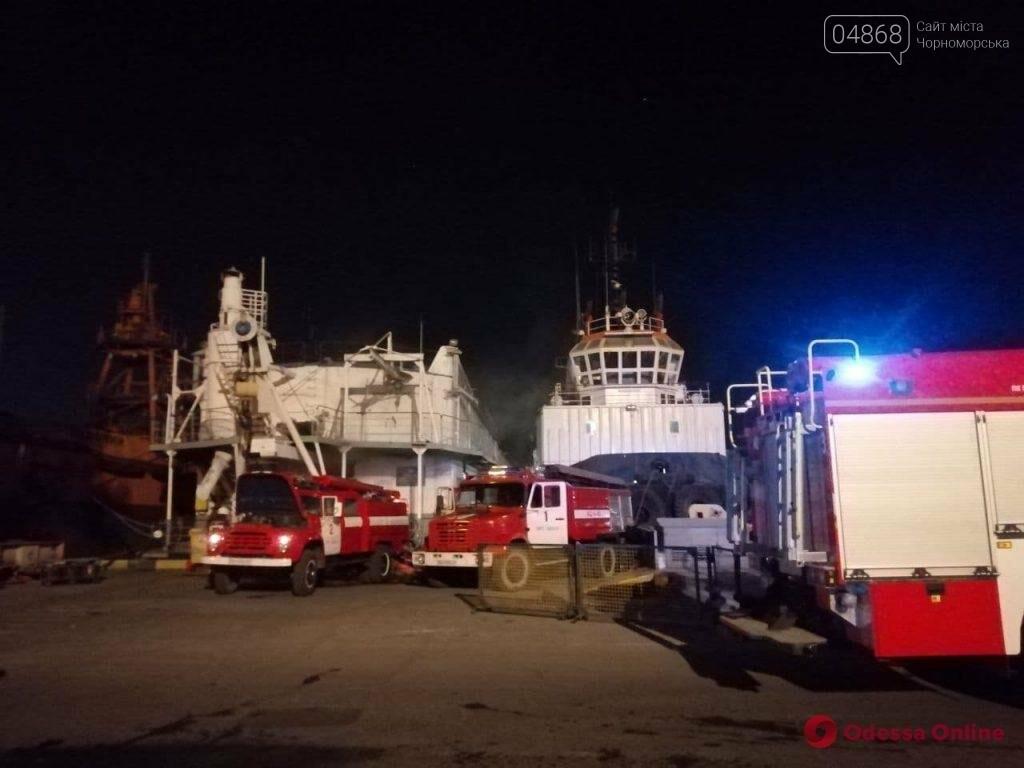 В Одесском морском порту горела плавучая судоремонтная мастерская  , фото-4