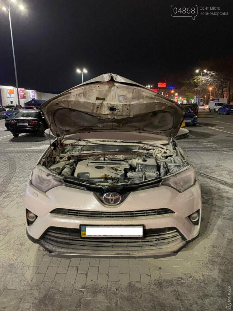 В Одессе возле «Эпицентра» подожгли машину известному адвокату, фото-2