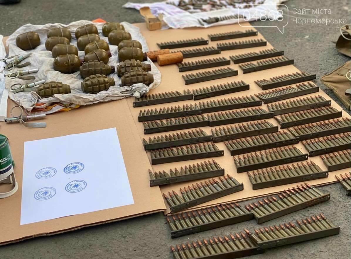 Полиция задержала военнослужащих за незаконную торговлю оружием, фото-4
