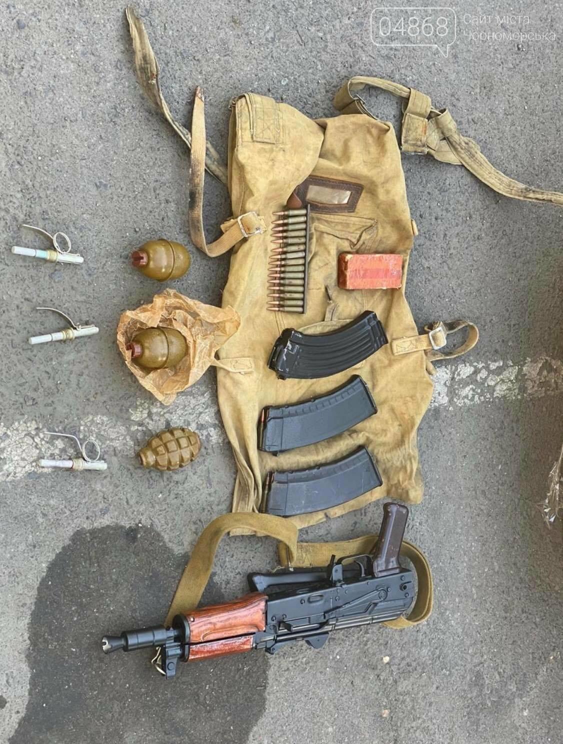 Полиция задержала военнослужащих за незаконную торговлю оружием, фото-3
