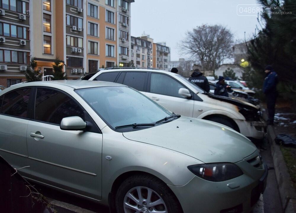 Неспокойная ночь: в Одессе горели 3 автомобиля, фото-1