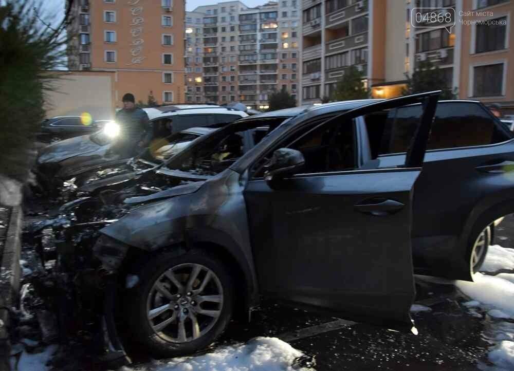 Неспокойная ночь: в Одессе горели 3 автомобиля, фото-2
