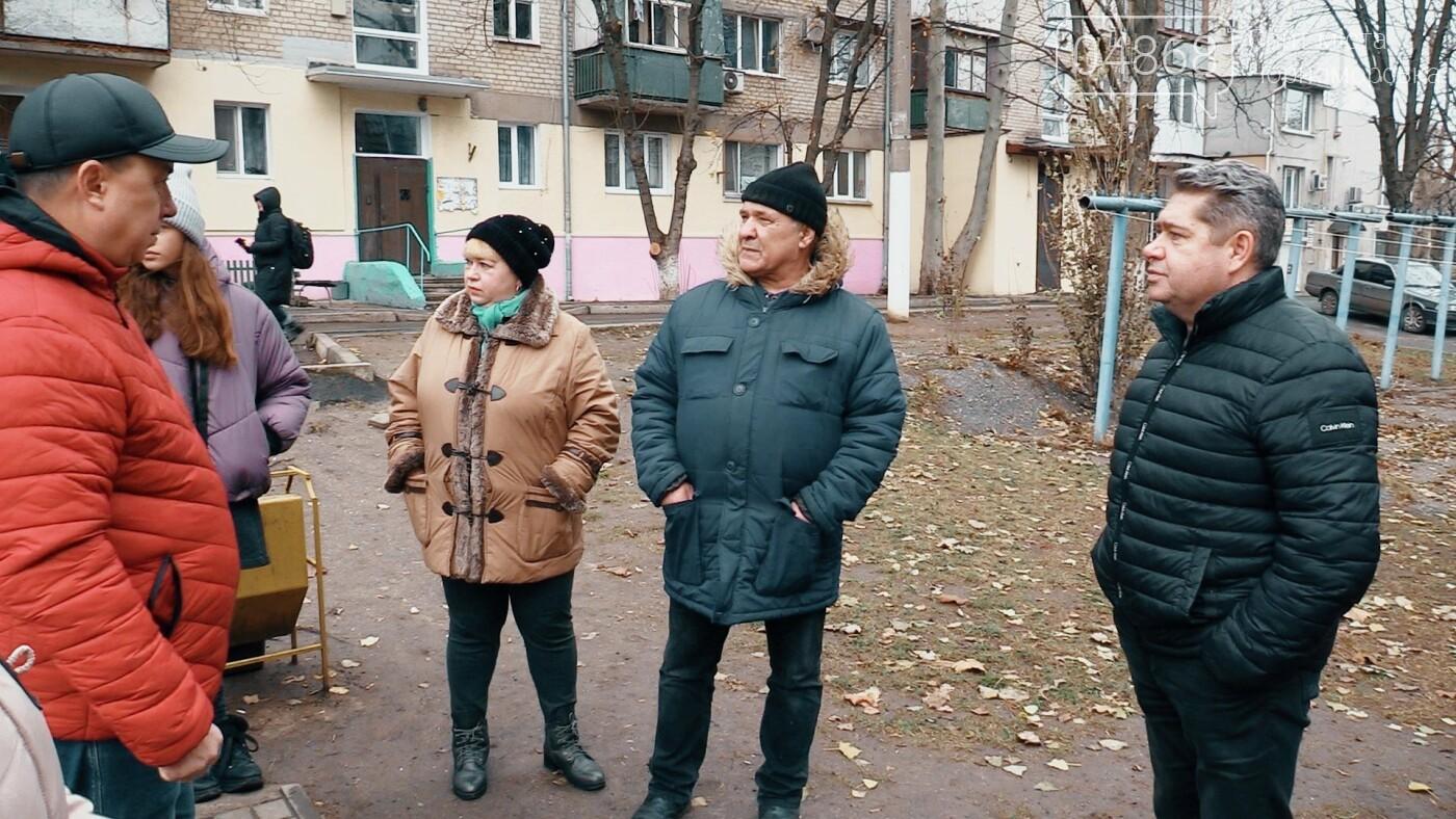 В Черноморске ведётся благоустройство домов (видео), фото-3