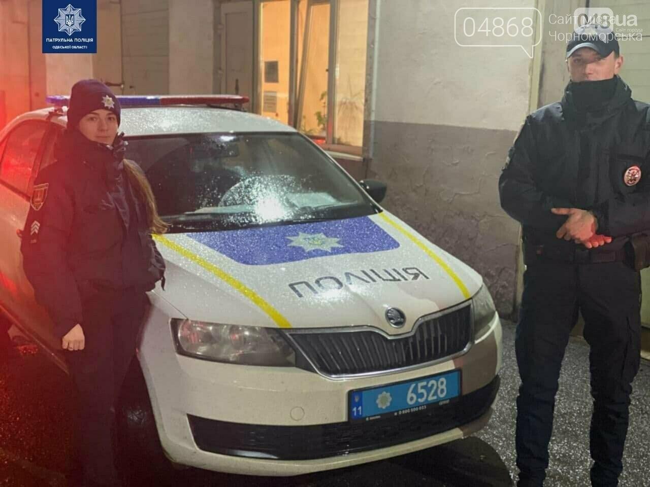 Герои среди нас: одесские патрульные сопроводили автомобиль с больным ребенком в больницу, фото-1