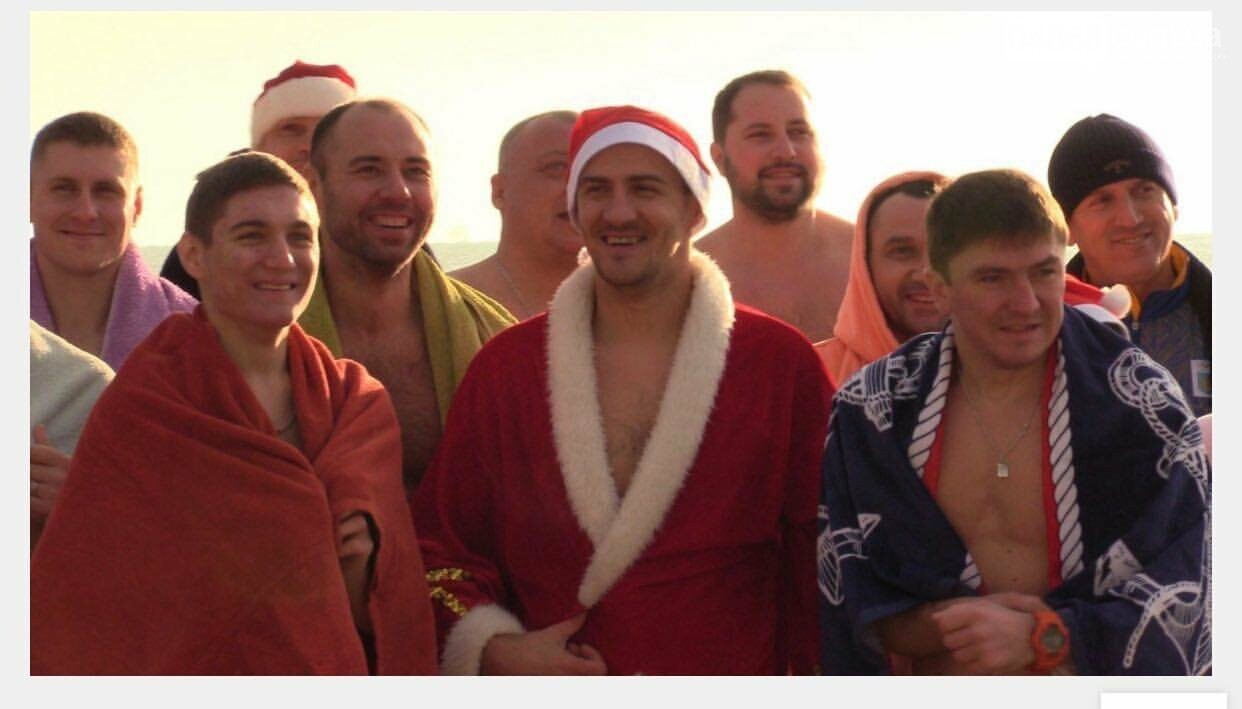 Тренер из Черноморска организовывает традиционное новогоднее купание (видео), фото-2