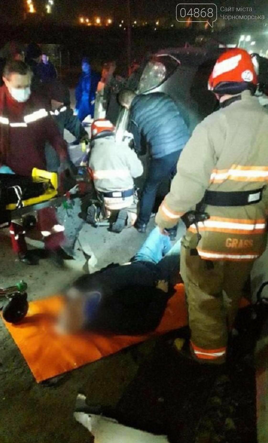 На паромной переправе пострадал пьяный водитель в заблокированном авто, фото-1