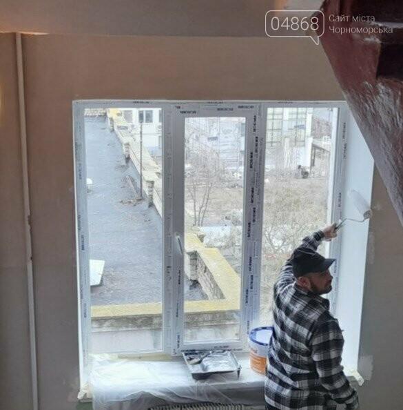 Будет теплее: в Черноморской поликлинике заменили 80 окон, фото-1