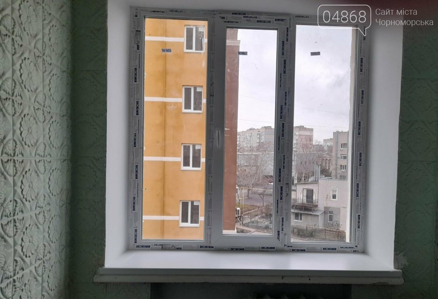 Будет теплее: в Черноморской поликлинике заменили 80 окон, фото-4
