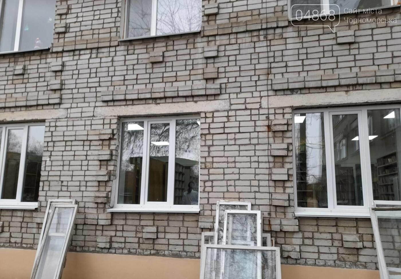Будет теплее: в Черноморской поликлинике заменили 80 окон, фото-5