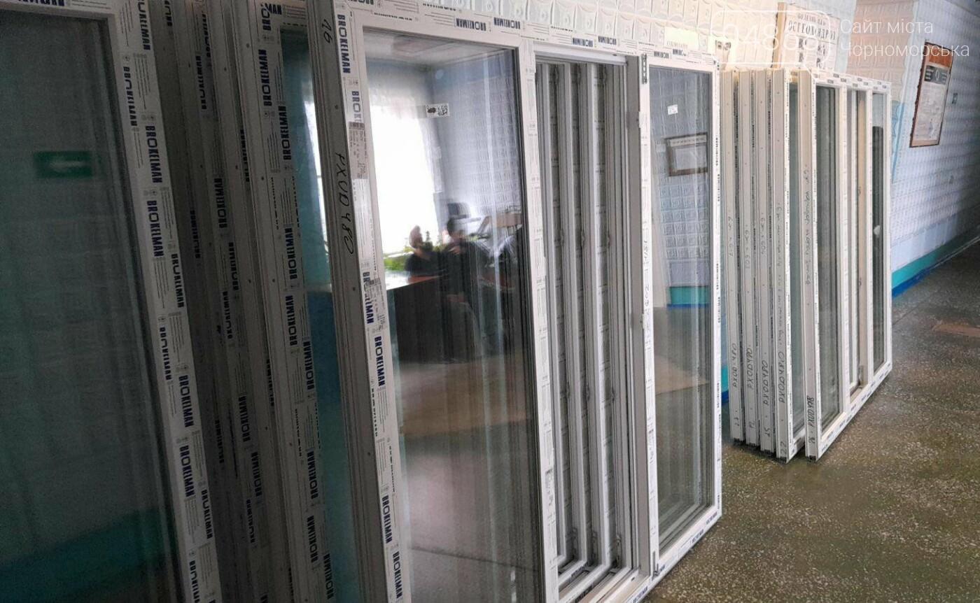 Будет теплее: в Черноморской поликлинике заменили 80 окон, фото-6
