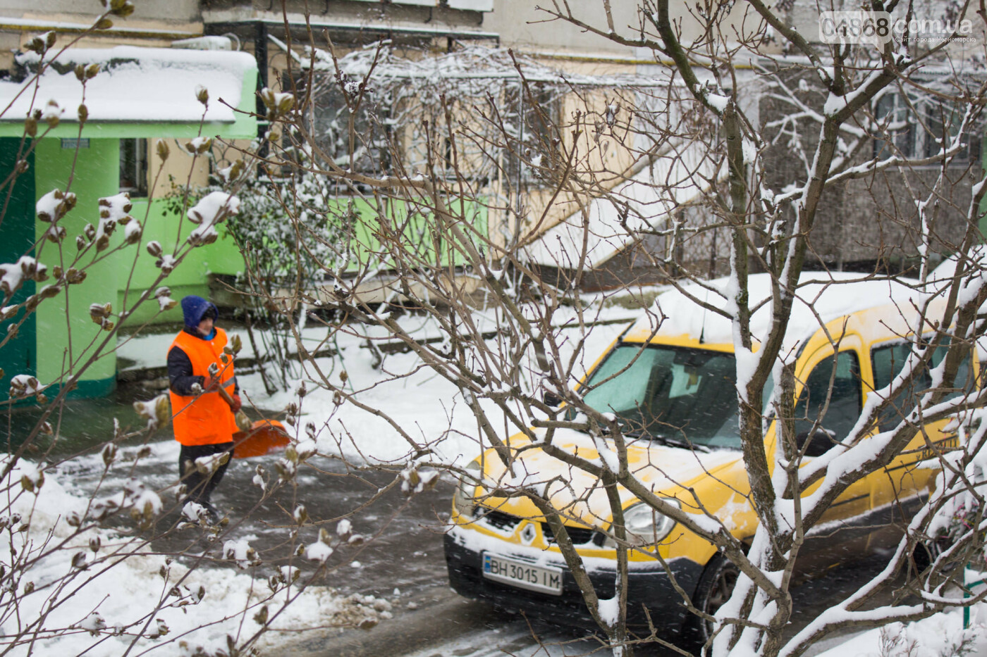 Выпало больше 10 см осадков: как в Черноморске снег убирали, фото-8