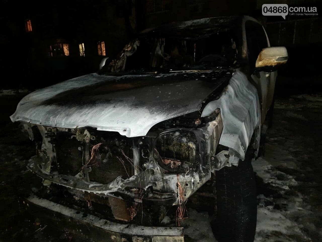 В Черноморске на улице Парковой горел автомобиль, фото-2