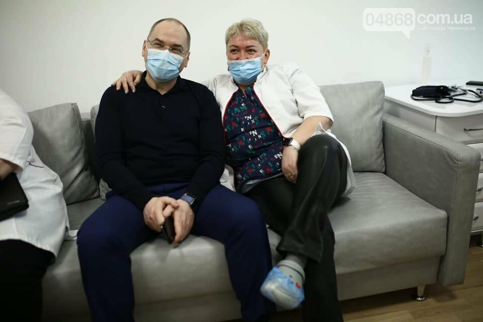 Развеять все сомнения: Министр здравоохранения публично вакцинировался, фото-2