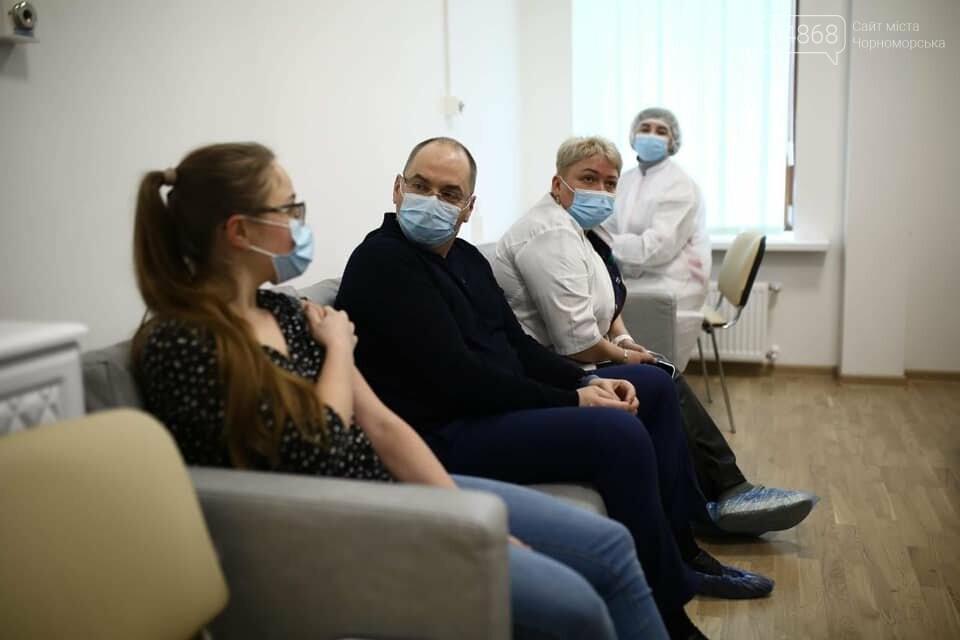Развеять все сомнения: Министр здравоохранения публично вакцинировался, фото-3