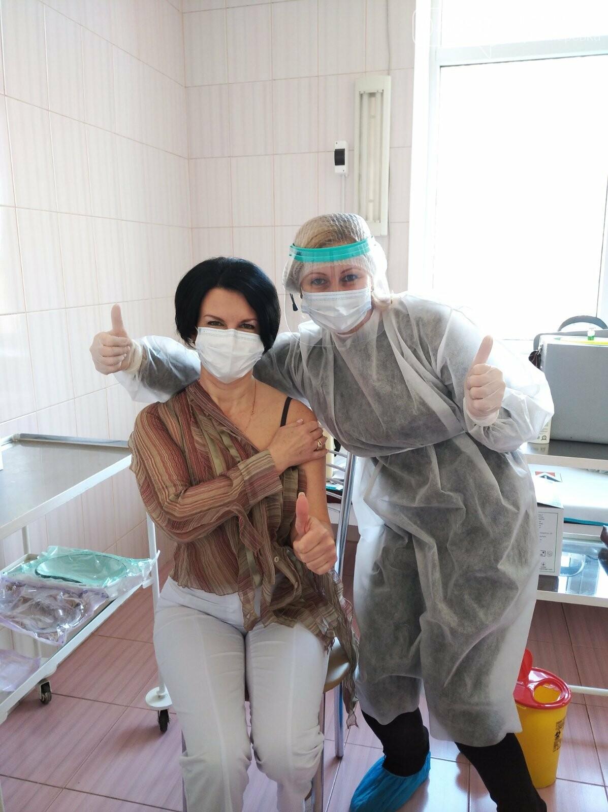 В Черноморске вакцинировались 30 человек, фото-1