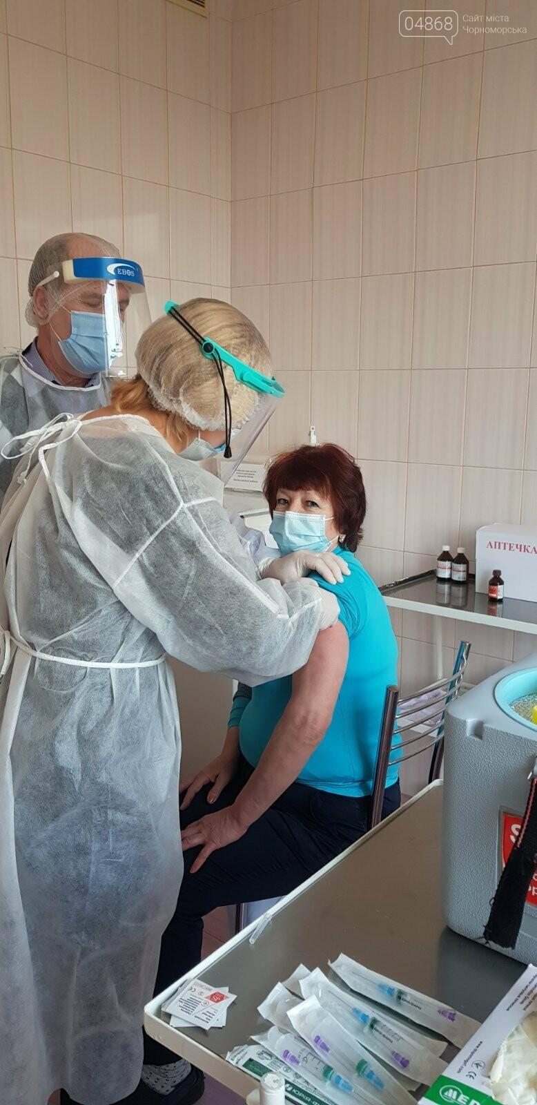 В Черноморске вакцинировались 30 человек, фото-6