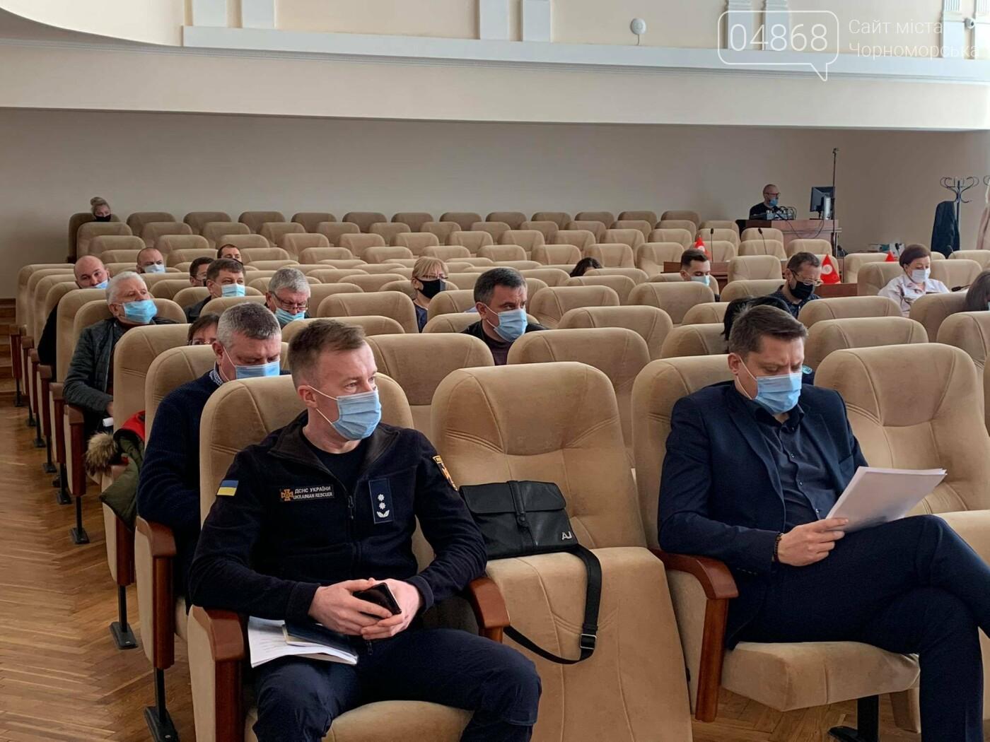 Школы Черноморска переведены на «удалёнку», фото-1