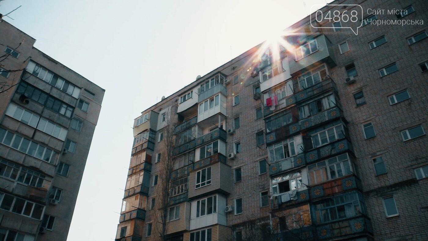Жители многоэтажки в Черноморске превращают дом в помойку (видео), фото-5