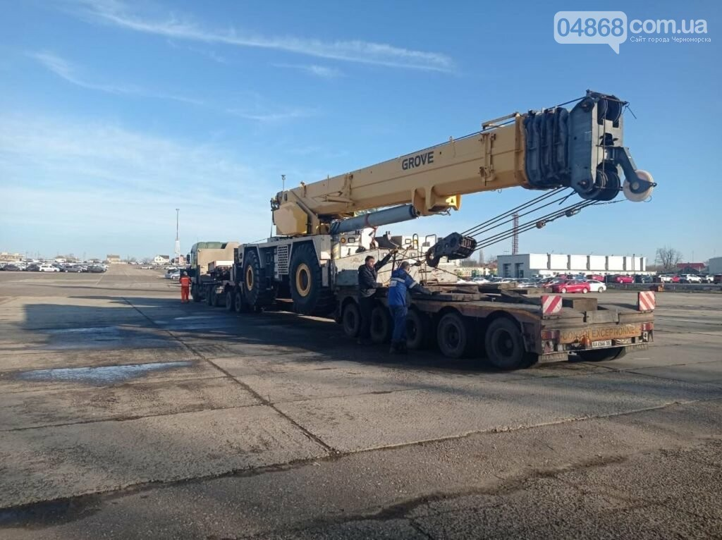 Из США в Черноморск прибыл автокран-тяжеловес, фото-1