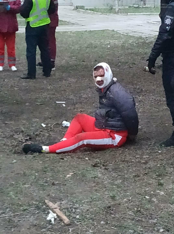 В Черноморске злоумышленник нанес несколько ножевых ранений продавцу овощной лавки, фото-3