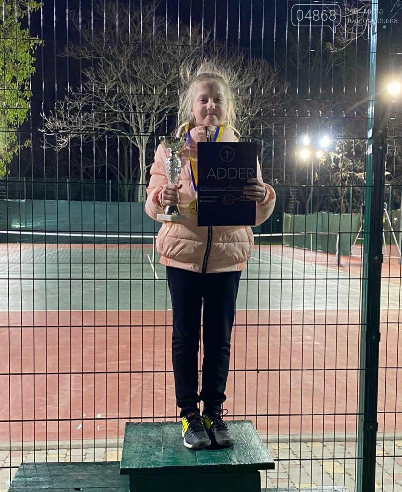 Юные теннисистки из Черноморска завоевали первые места в детском турнире, фото-4