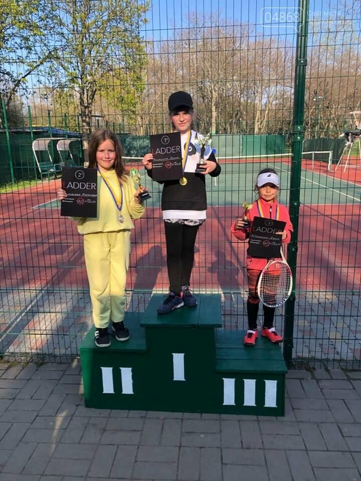 Юные теннисистки из Черноморска завоевали первые места в детском турнире, фото-1