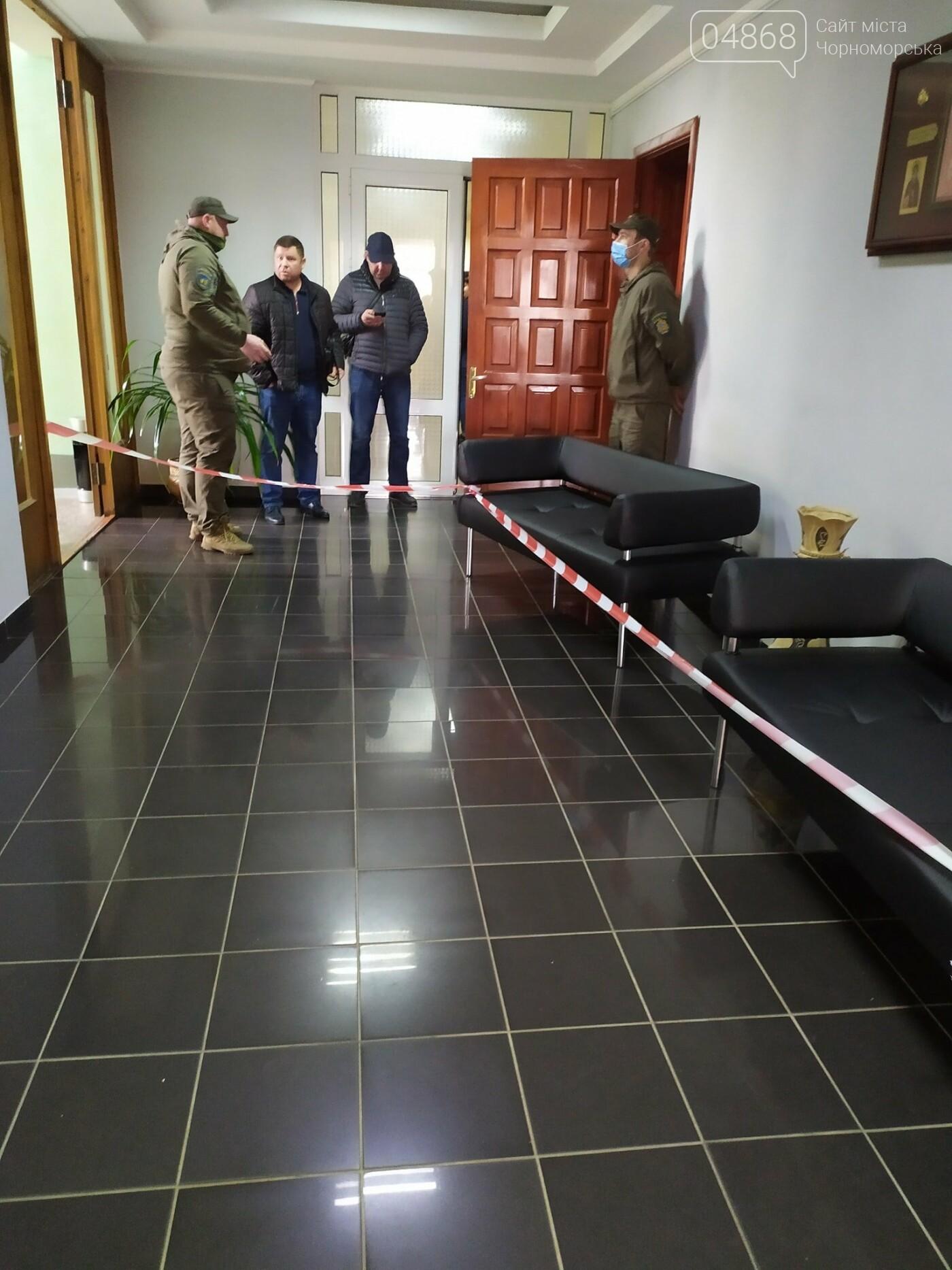 В Черноморске заминировано здание городского совета, фото-1