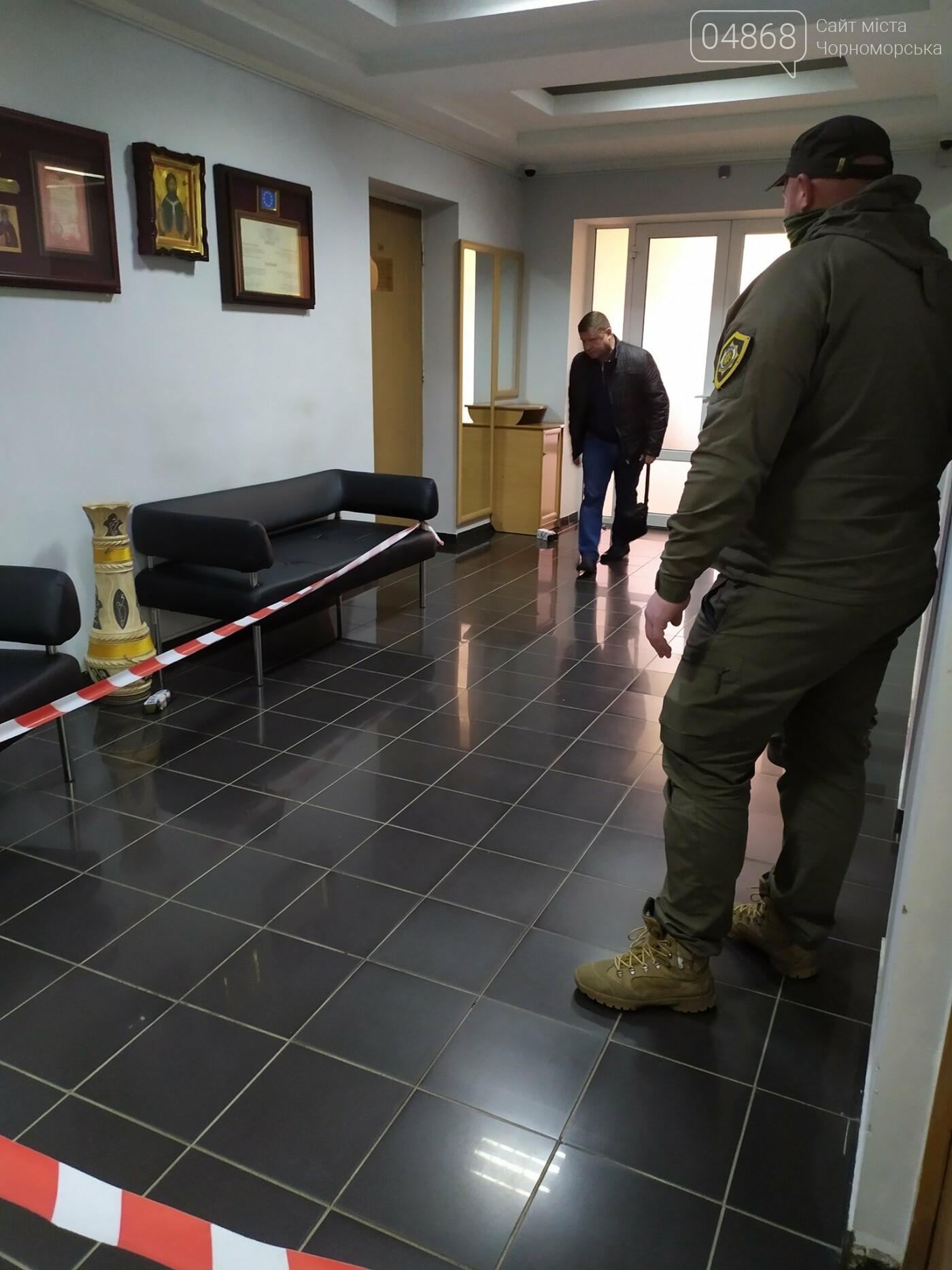 В Черноморске заминировано здание городского совета, фото-2